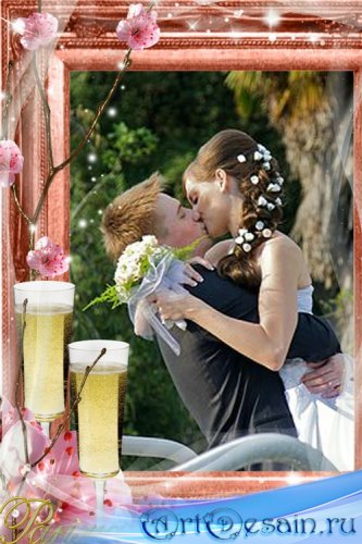 Романтичная рамка с фужерами и розовыми цветами
