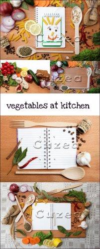 Овощи и кухонный инвентарь- растровый клипарт