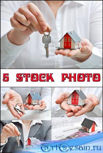 Покупка дома, продажа дома, ключи от дома - растровый клипарт