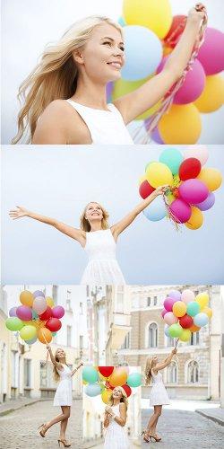 Милая девушка с воздушными шарами