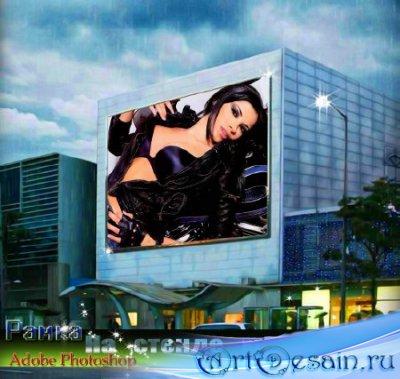 Многослойная фоторамка для монтажа - Яркая, красивая девушка на рекламе